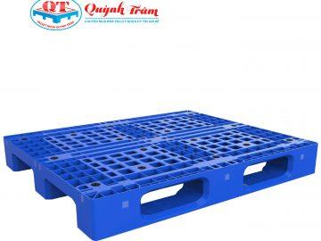 Pallet nhựa chống tràn dầu được cải tiến vượt trội so với pallet gỗ